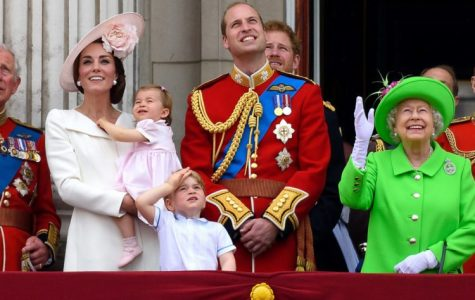 Photo of Queen Elizabeth II, Prince Charles,Prince Harry, Kate Middleton, and Kate and Charles' children. Image courtesy of ' simplemost.com '.